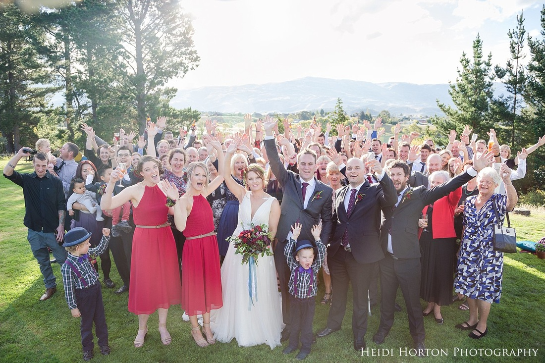 full group photo wedding, backyard central otago wedding, Autumn Central Otago wedding, Cromwell Central Otago wedding, Bannockburn Cromwell wedding, Cromwell wedding photographer, Central Otago wedding photographers, Heidi Horton Photography
