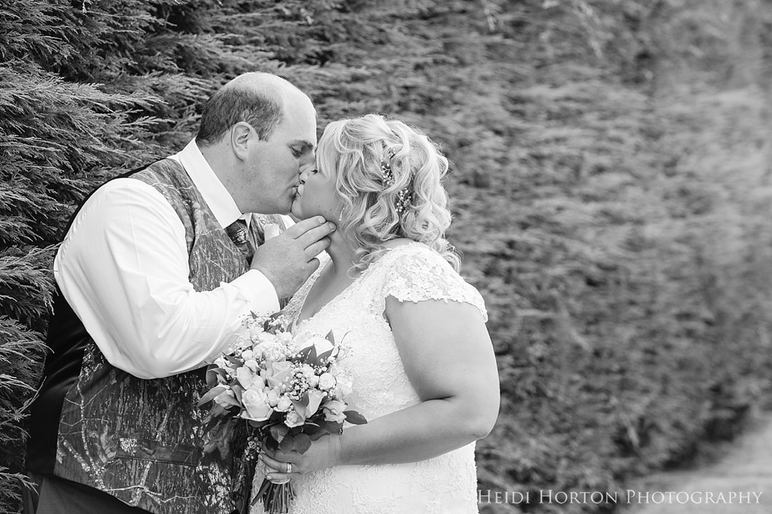 Hawthorne Garden Invercargill wedding venue, Southland Wedding photos, Southland garden wedding photos, husband and wife wedding photographer team, Southland Wedding Photographers, Debie Lee Dickie wedding flowers, Megan McKenzie wedding celebrant, Heidi Horton Photography